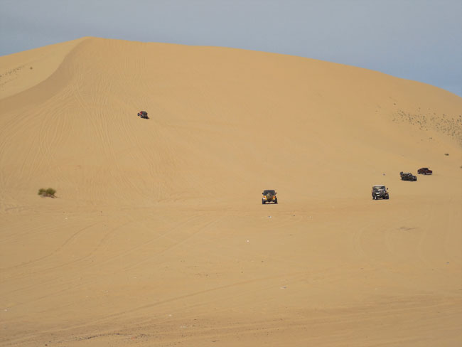 Big dune, little Jeeps